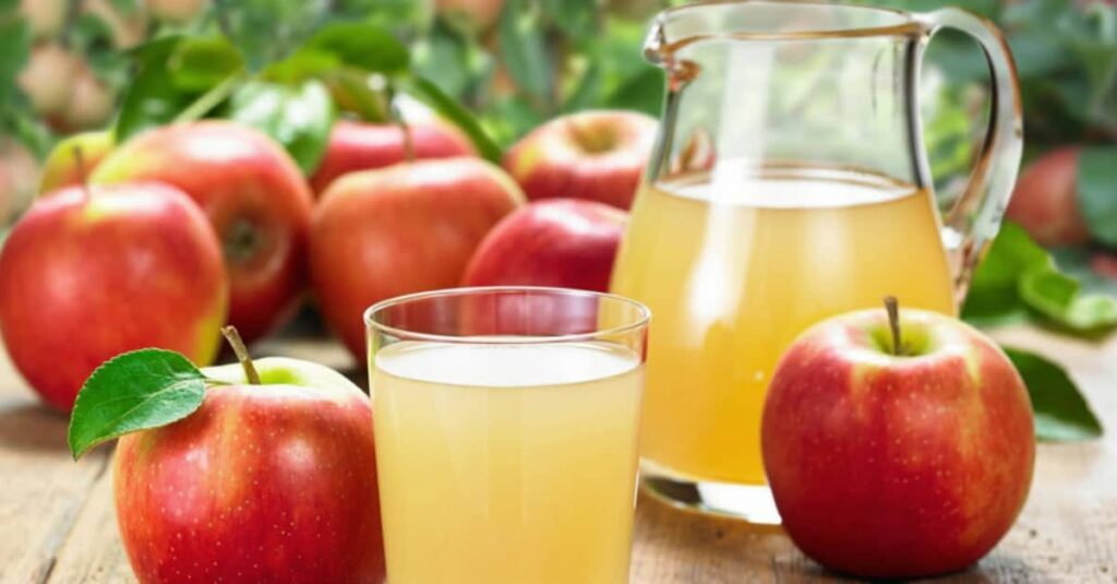 Suco de abacaxi com maçã para aumentar a imunidade